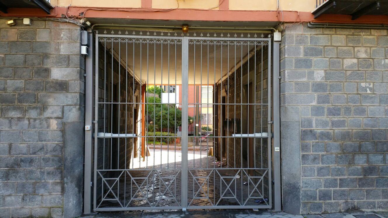 Villa Bianca Portici Automazione cancello battente Ditec Luxo